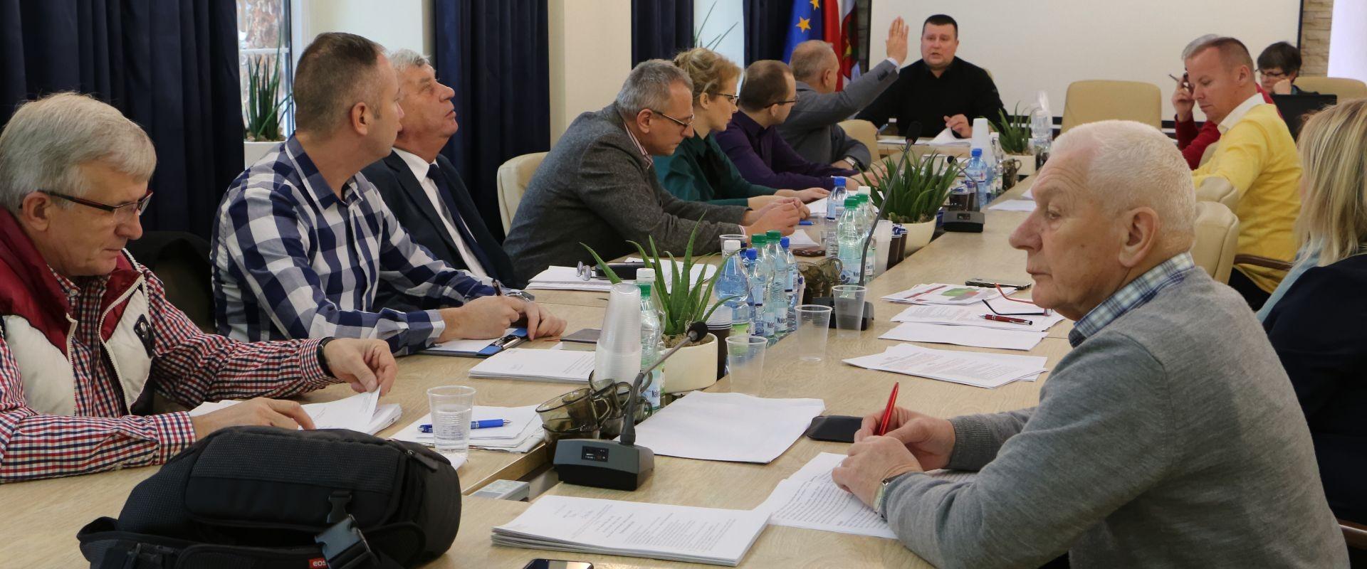 Remonty dróg, inwestycje, realizacja projektów, plan pracy na najbliższe 5 lat – zgodni radni na posiedzeniu połączonych komisji