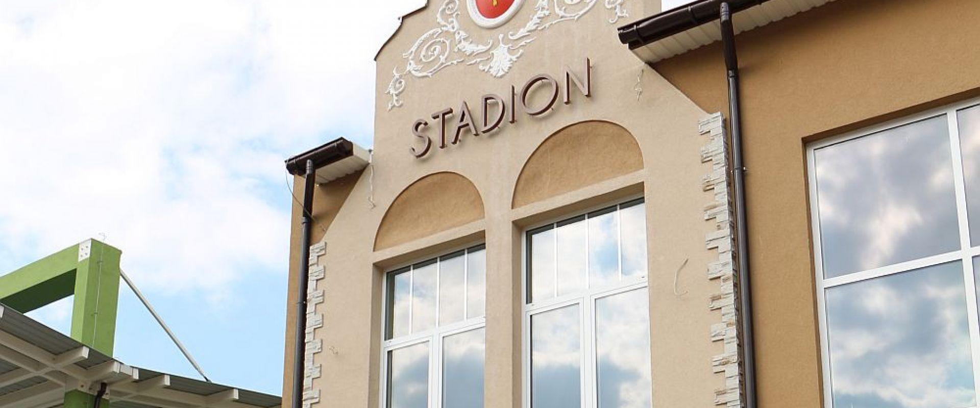Pytania o budynek na stadionie