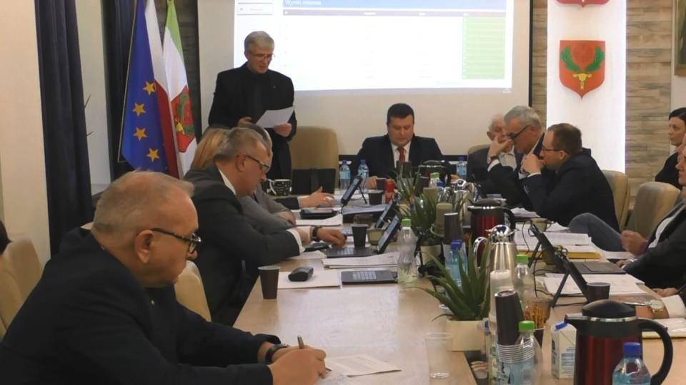 Radny Łyżwa pyta o zatrudnienie