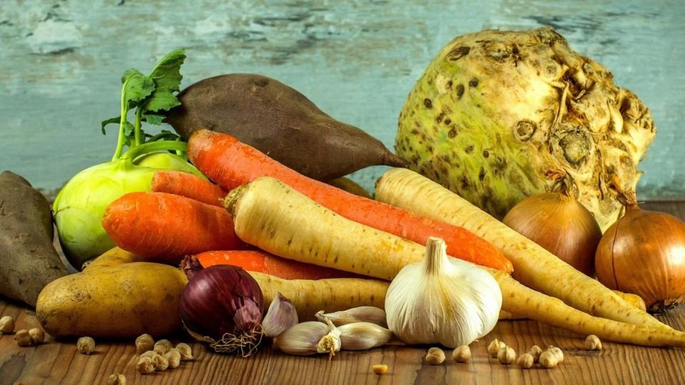 Światowy Dzień Żywności. Polacy wyrzucają miliony ton artykułów spożywczych i… opakowań