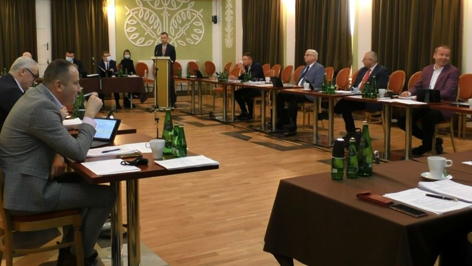 Przewodniczący komisji kultury jest niekulturalny i wprowadza nerwową atmosferę